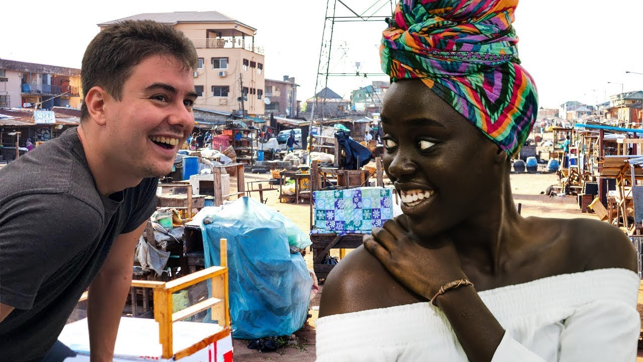 Estadounidense sorprende a nigerianos al hablar idioma africano