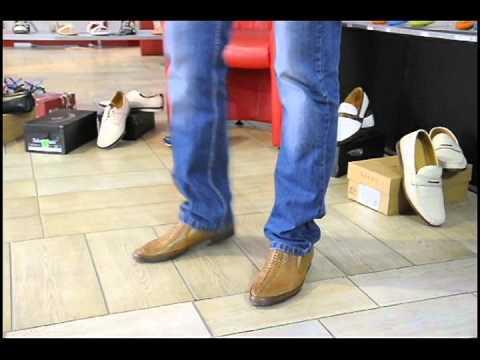 Универсальный вариант одежды для делового человека – черный костюм требует купить мужские туфли в киеве исключительно черного цвета. Также для таких джинсов можно купить мужские ботинки на мощной тракторной подошве, а сверху дополнить этот модный гардероб тренчем или пальто.