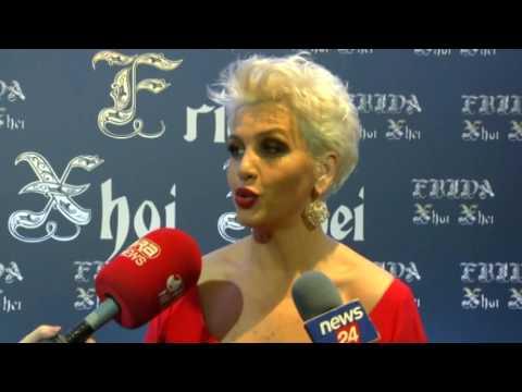"""Ora News –""""Frida, Xhoi & Xhei"""" prezanton koleksionin 2017 të fustaneve të nusërisë"""