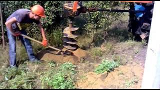 Бурение скважины для установки опоры(, 2011-09-17T09:14:07.000Z)