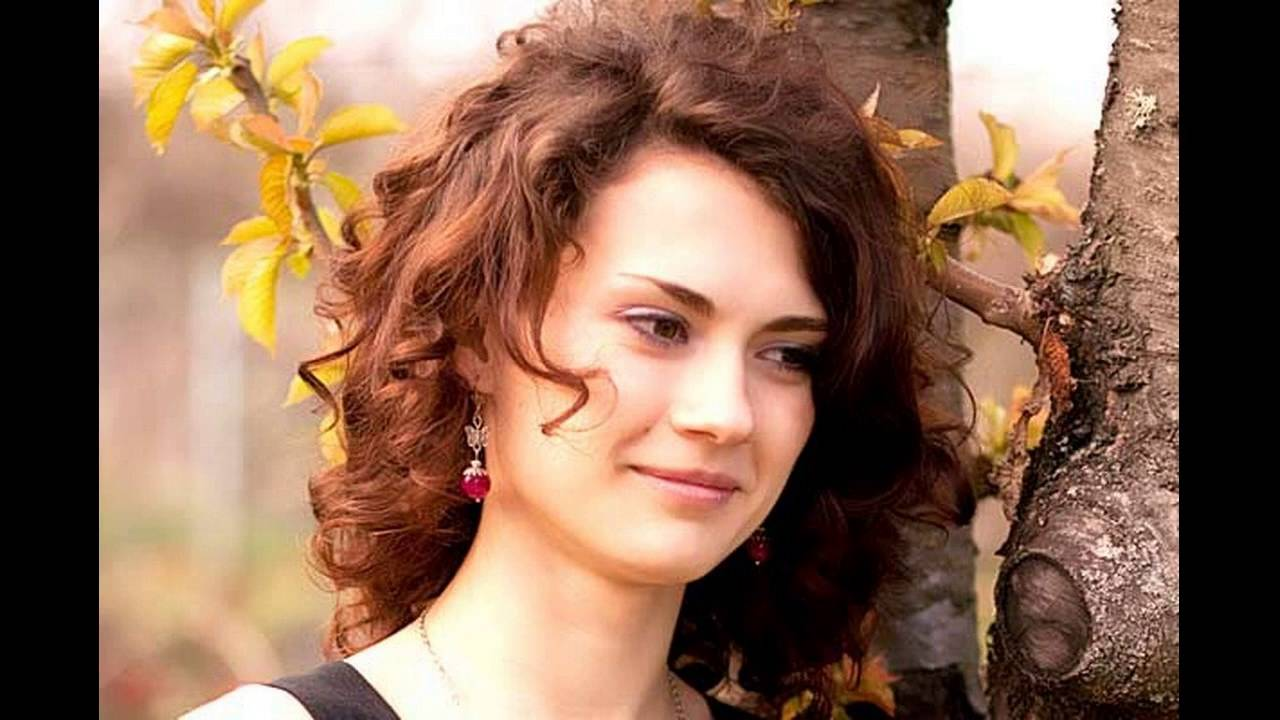 How Does Medium Layered Haircut Helpful For Curly Hair Youtube
