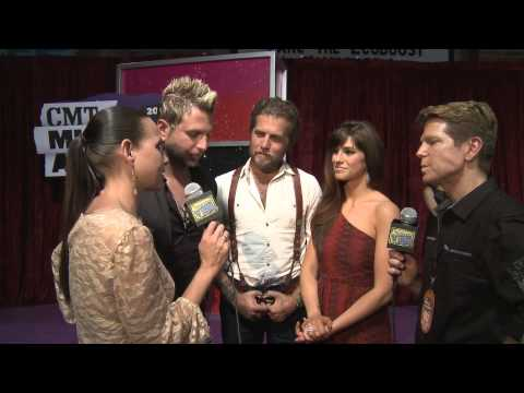 The Country Vibe with Chuck & Becca on CMT Purple Carpet 2013 - Pt 2