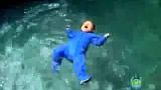 Прикольное видео про детей - малыш сам плавает в бассейне(Прикольное видео про детей - малыш сам плавает в бассейне., 2013-09-21T19:23:32.000Z)