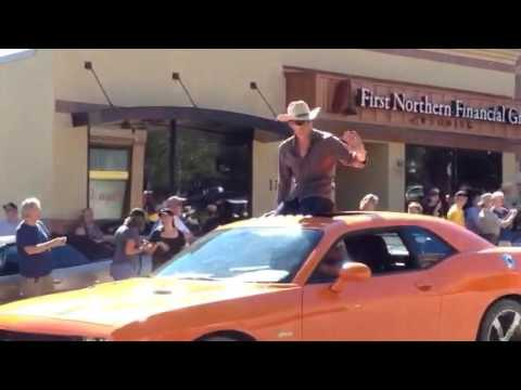 A Martinez and Bailey Chase in the Longmire Days parade
