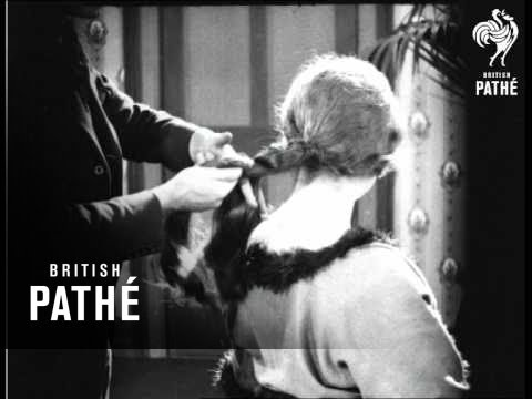 Creating A Coiffure (1924)