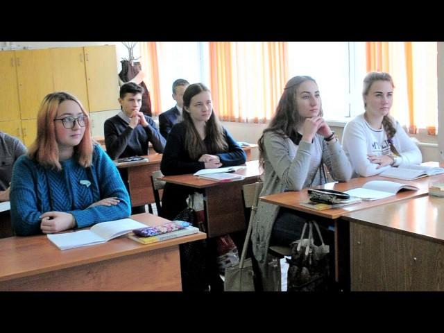 Изображение предпросмотра прочтения – «9а класс СОШ № 15 Нерюнгри Саха (Якутия)» читают произведение «Обязательства (Я не знаю других обязательств…)» В.Я.Брюсова