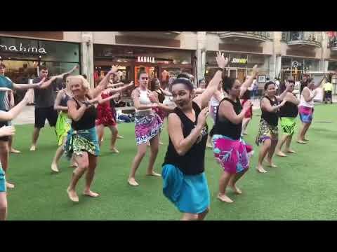 HOT HULA fitness® with Nickie - Demo at the Waikiki Beach Walk