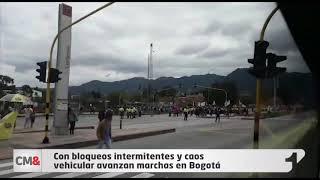 Con bloqueos intermitentes y caos vehicular avanzan marchas en Bogotá