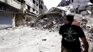 شاهد.. صراع فلسطيني فلسطيني على الهواء مباشرة.. فما علاقة نظام الأسد به؟- هنا سوريا