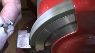 Как заточить сверло по металлу? Алмазная заточка сверла(Алмазная заточка сверла. Чем затачивать сверла. Как точить спиральные сверла. Заточной станок за 12 рублей..., 2014-03-05T21:36:43.000Z)