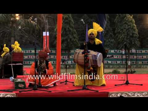 Baba Kashi Nath plays 'Kala Doriyan' song...