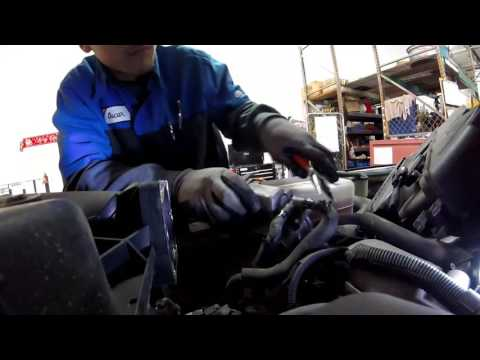 Toyota 4runner How to clean and remove a throttle body and mass air flow sensor
