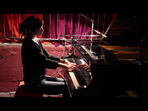 A Perfect Circle - 3 libras - on grand piano