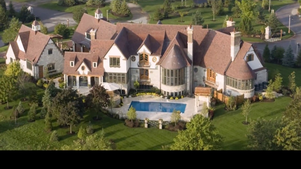 Luxury 7 140 s q ft 6 bedroom 10 bathroom vintage mansion for Big houses for cheap prices