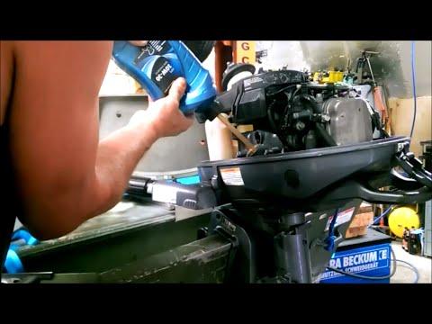 Oil and spark plug change Yamaha F4 outboard