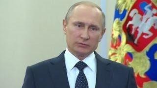 Перед концертом в Пальмире Путин пообщался с его участниками