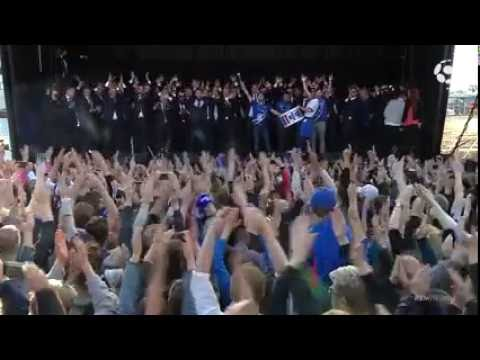 ICELAND SOCCER TEAM DOES THE VIKING CLAP - BACK HOME