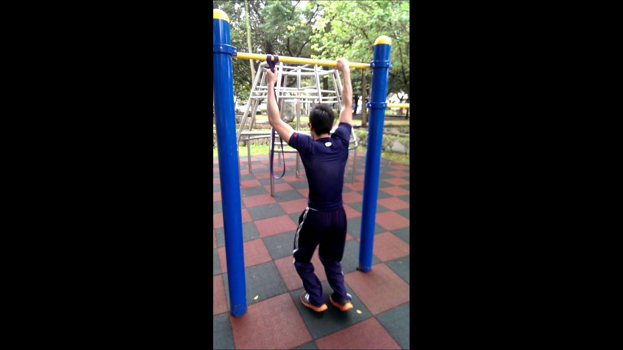 單手拉單槓訓練ing - YouTube
