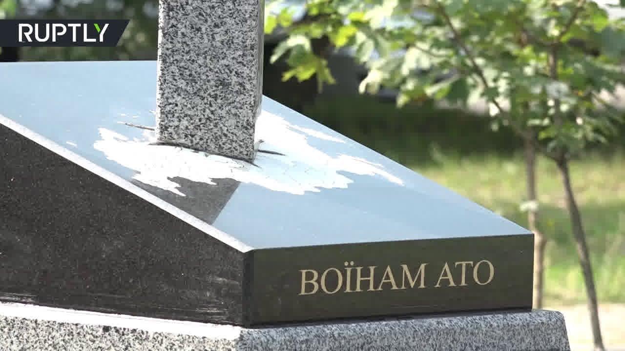 В Киеве открыли памятник карателям АТО в виде вонзённого в карту России меча
