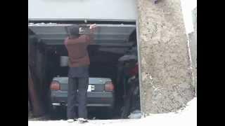 Самодельные подъёмные гаражные ворота и чертежи(Не нуждаются в горизонтальных направляющих(под потолком гаража). Под конкретный гараж размеры нужно рассчи..., 2015-03-12T22:23:24.000Z)