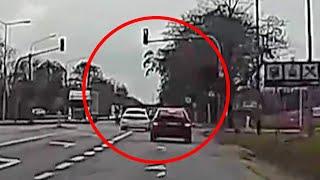 Wyprzedzanie na skrzyżowaniu na czerwonym świetle