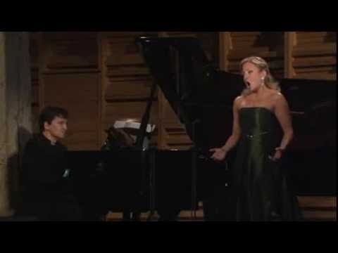 Christiane Karg sings Alban Berg - Die Nachtigall