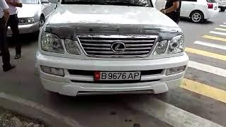 Судья Первомайского района Бишкека припарковался на пешеходном переходе