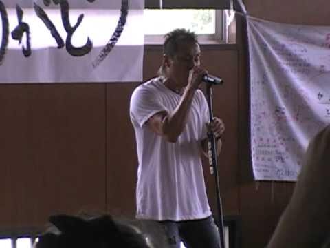 Nagabuchi Tsuyoshi performs his song for the tsunami victims