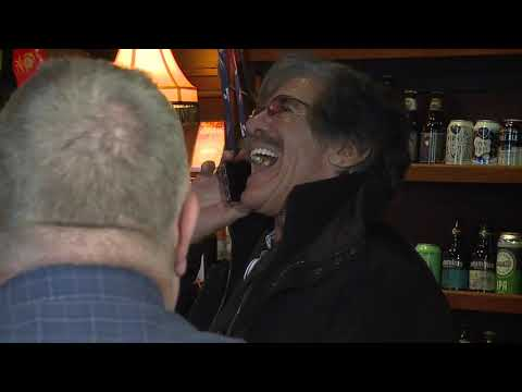 Geraldo Rivera buys drinks for furloughed federal workers in Cleveland
