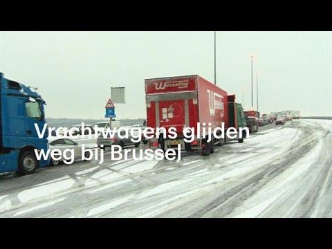 Vrachtwagens glijden weg op viaduct: enorme files in België - RTL NIEUWS