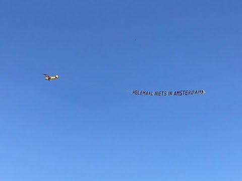 Feyenoorders laten vliegtuig boven de stad vliegen: 'Helemaal niets in Amsterdam'
