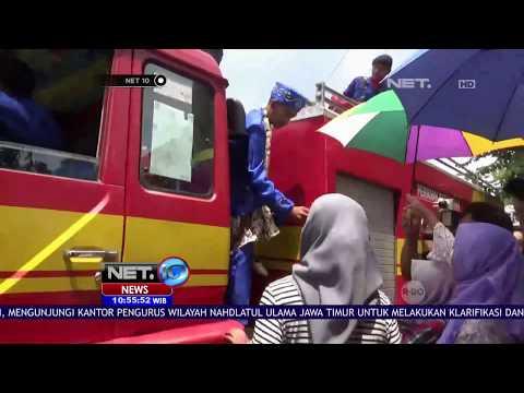 Pengantin Diarak Mobil Damkar  -NET10