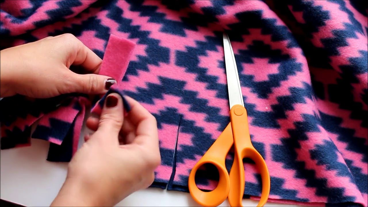 73f45ad4ab 4 different ways to tie a fleece blanket - YouTube