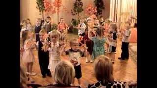 """""""Танец с листочками""""  муз. Евтодьевой Аллы"""