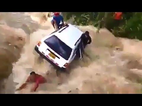 Auto es arrastrado por el río - Jaén, Cajamarca