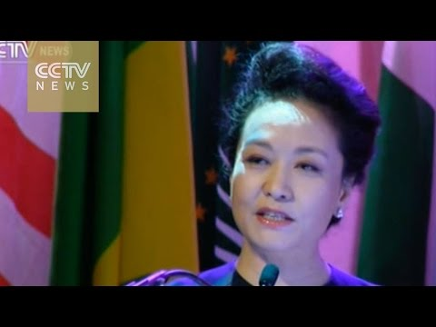 Peng Liyuan delivers a speech on fighting AIDS