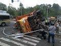 Mengerikan Kumpulan  Detik-detik Kecelakaan Truck Fuso Terguling Dan Gak Kuat Nanjak