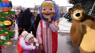 В гостях у Деда Мороза Встреча С любимыми героями мультика Маша и Медведь Видео для детей Tiki Taki