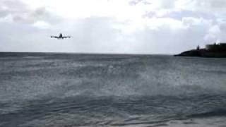 747 приземление - St.Maarten(Остров Сен-Мартен, расположенный в северной части гряды Восточных Карибских островов, давно славится своим..., 2011-10-04T06:14:53.000Z)