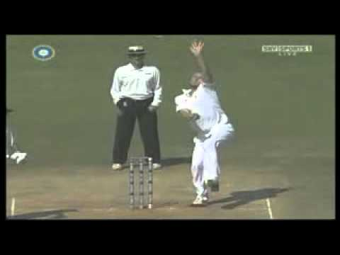 Andrew Flintoff Bowling Action.flv