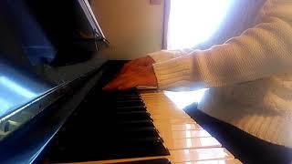 とってもいい曲で、大好きな曲です!! 楽譜はなくて、耳コピで弾いてみま...