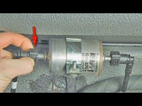 Замена топливного фильтра на Лада Приора.