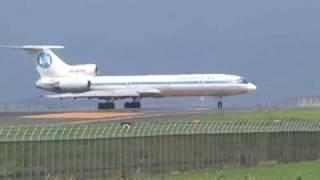 出雲空港の滑走路をギリギリで飛び立つTu-154 2002.7.12