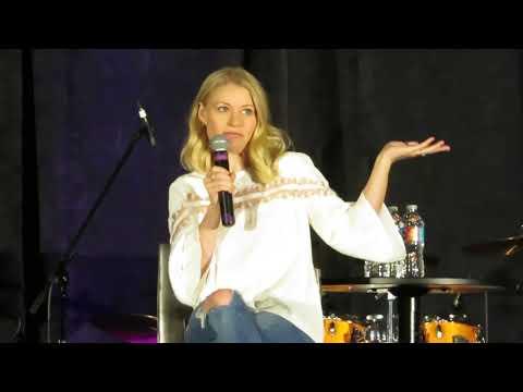 Emilie de Ravin OUAT Orlando 2018 Panel