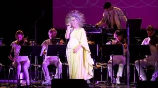 björk: atom dance (live @ city center, 01.04.2015)