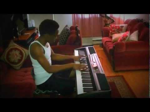 Kiss Kiss - @ChrisBrown ft @TPain Piano Cover by @SimonTLendore