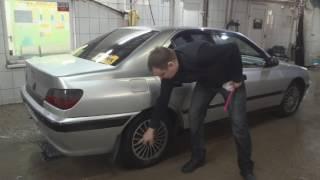 Прием чистого автомобиля администратором автомойки.