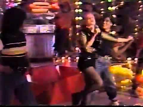 Angélica cantando no Milk Shake.