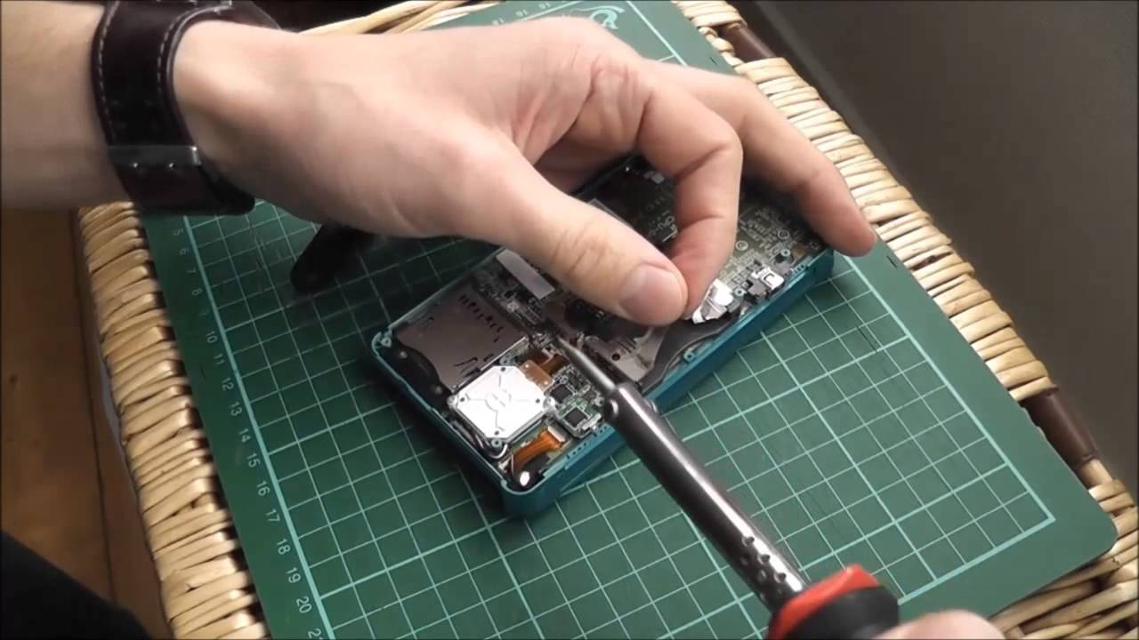 Fixing Consoles - Replacing A Faulty Nintendo 3DS Cartridge Slot ...