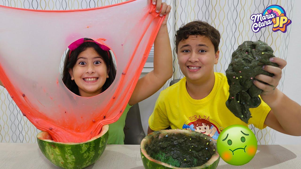 Maria Clara e JP fazem o desafio da Slime na melancia 🍉 Watermelon Slime Challenge